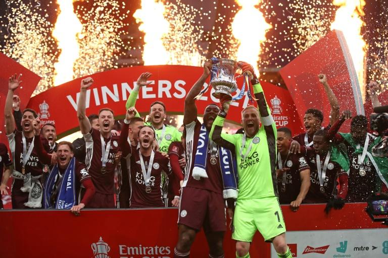 Les joueurs de Leicester célèbrent leur victoire, 1-0 face à Chelsea, en finale de la Coupe d'Angleterre, le 15 mai 2021 au stade de Wembley à Londres