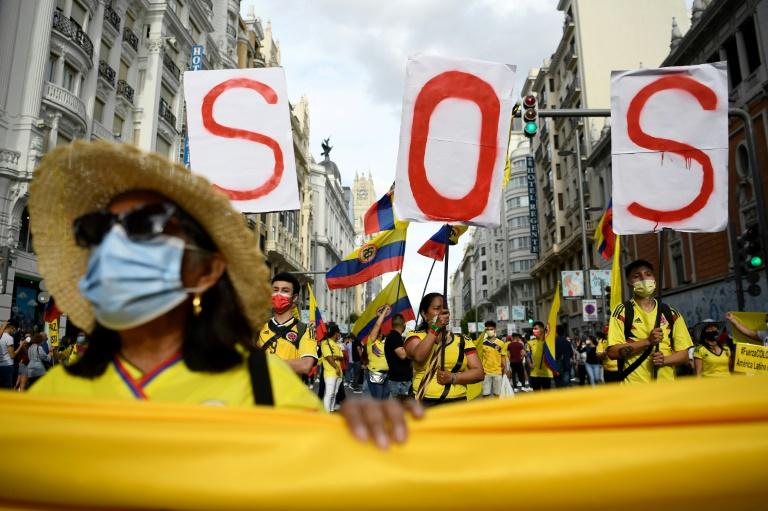 Des milliers de Colombiens défilent le 15 mai 2021 à Madrid en soutien à leurs compatriotes