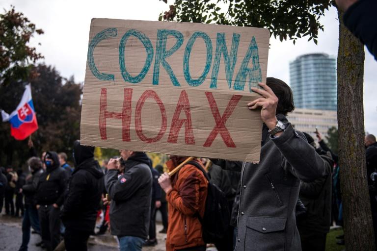 Manifestation de l'extrême droite slovaque contre les gestes sanitaires pour éviter la propagation de l'épidémie de Covid-19, qualifiée de