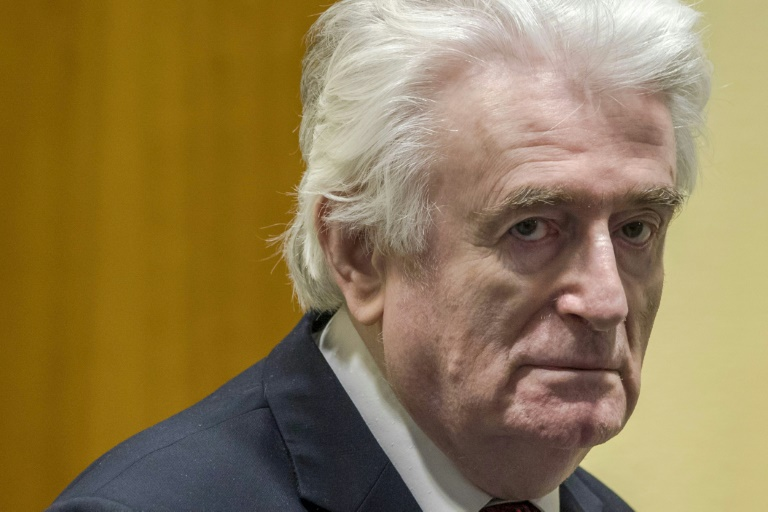 (ARCHIVES) L'ancien dirigeant des Serbes de Bosnie, Radovan Karadzic, le 20 mars 2019 devant la chambre du Mécanisme pour les tribunaux pénaux internationaux (MTPI), qui l'a condamné en appel à la prison à vie pour ses crimes pendant la guerre de Bosnie (1992-95)