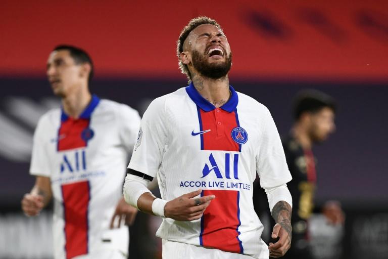 L'attaquant brésilien du Paris Saint-Germain, Neymar, réagit après avoir manqué une occasion contre Rennes, lors de leur match de L1, le 9 mai 2021 au Roazhon Park