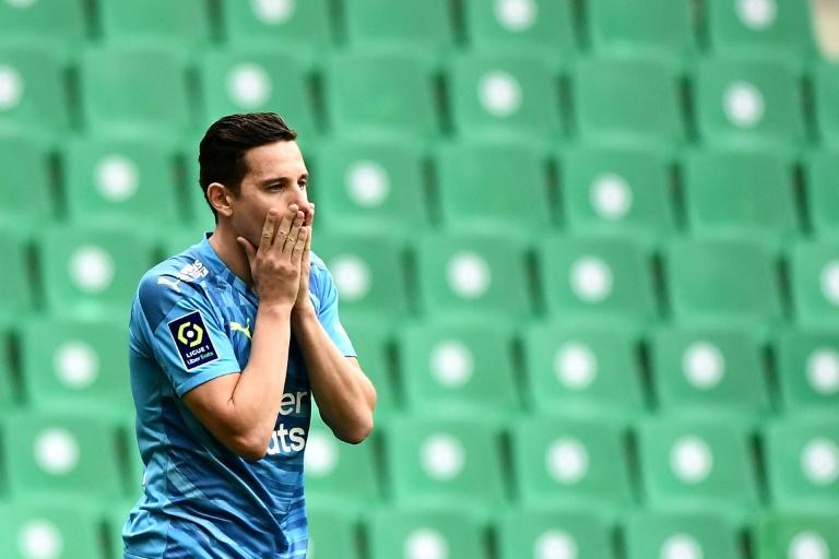 Le dépit de l'attaquant de Marseille, Florian Thauvin, après la défaite à l'issue du match de Ligue 1 à Saint-Etienne, le 9 mai 2021