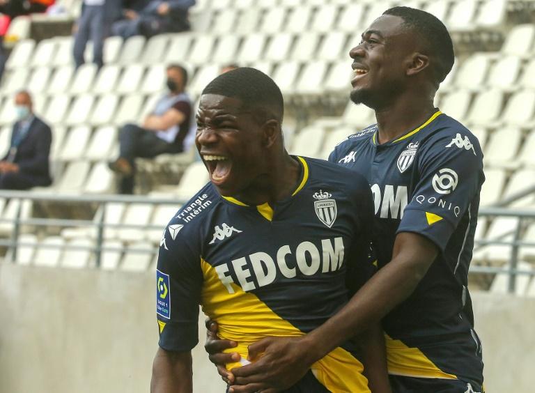 La joie du milieu de terrain belge de Monaco, Eliot Matazo, après avoir ouvert le score face à Reims, lors de leur match de L1, le 9 mai 2021 au stade Auguste-Delaune
