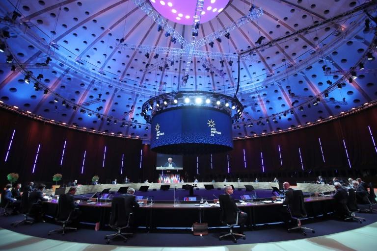 Les dirigeants des 27 réunis à Porto autour d'un dîner informel le 7 mai 2021, dans le cadre du sommet social.