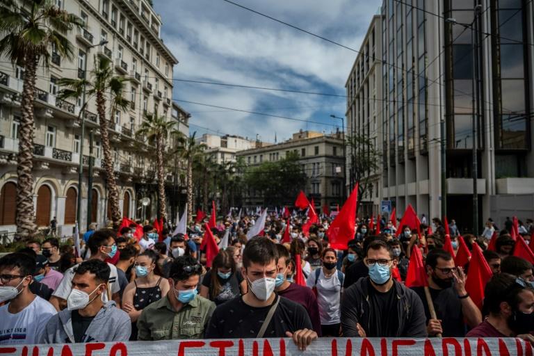 Manifestation à Athènes le 6 mai 2021 contre une réforme du travail controversée qui assouplit la réglementation sur le temps de travail