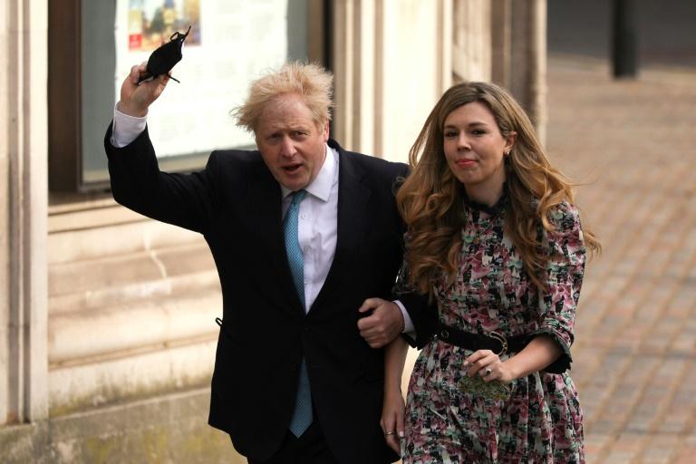 Le Premier ministre britannique Boris Johnson et sa compagne Carrie Symonds vont voter à Londres aux élections locales le 6 mai 2021