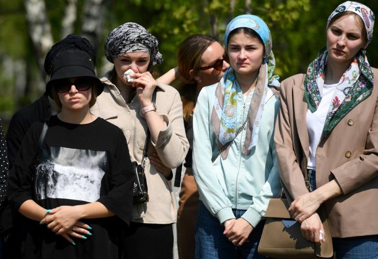 Funérailles d'une enseignante, Elvira Ignatieva, 25 ans, professeur d'anglais, tuée lors de la fusillade dans une école à Kazan, le 12 mai 2021
