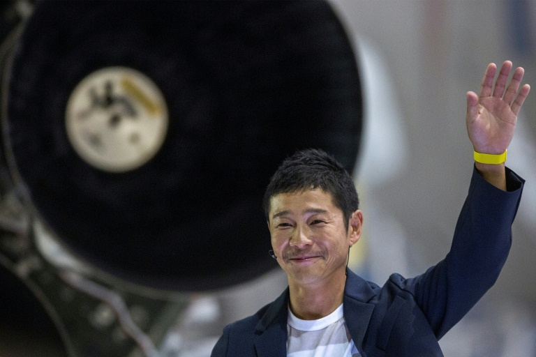 Le milliardaire japonais Yusaku Maezawa lors de l'annonce par la compagnie spatiale américaine SpaceX d'Elon Musk qu'il serait son premier passager privé à se rendre autour de la Lune en 2023, le 18 septembre 2018, à Hawthorne, en Californie
