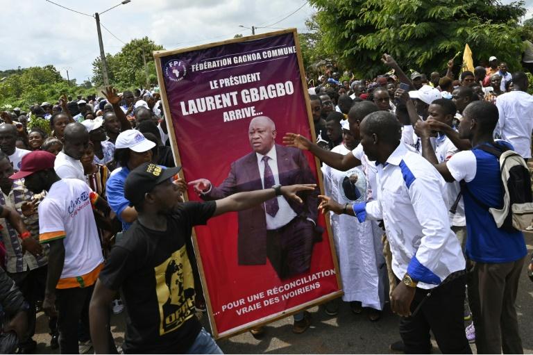 Des partisans de l'ex-président Laurent Gbagbo lors d'une manifestation en prélude à son retour en Côte d'Ivoire, à Mama le 13 juin 2021