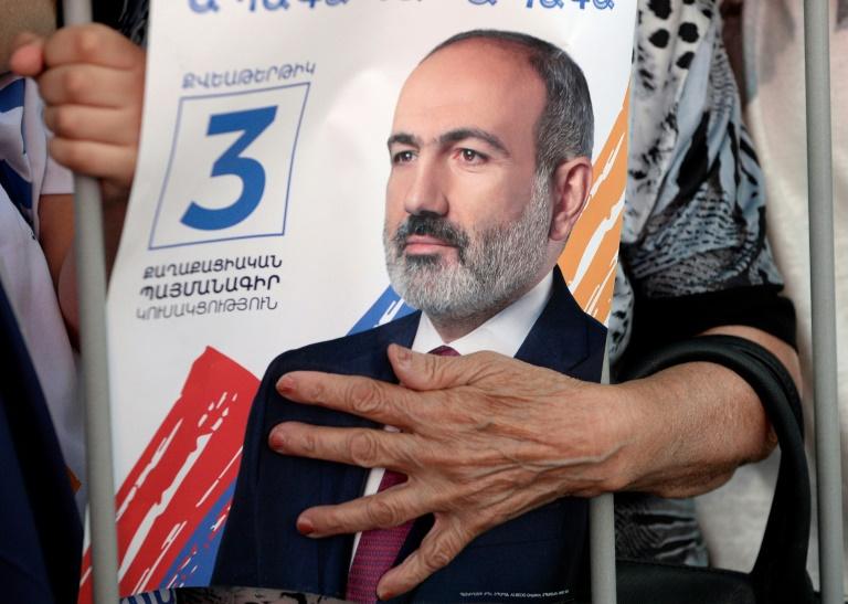 Un document électoral à l'effigie du Premier ministre arménien Nikol Pachinian, à Erevan, le 17 juin 2021