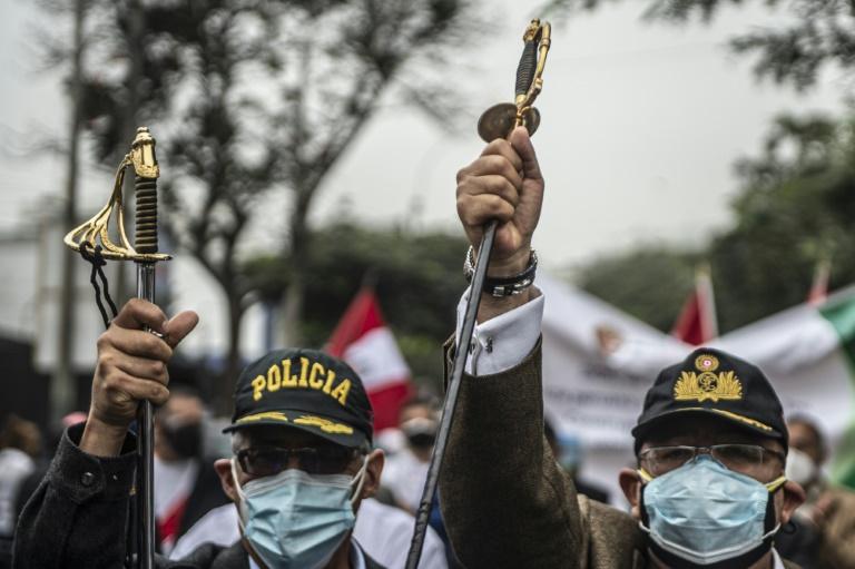 Des militaires en retraite manifestent contre des fraudes présumées lors de l'élection présidentielle au Pérou, à Lima le 22 juin 2021