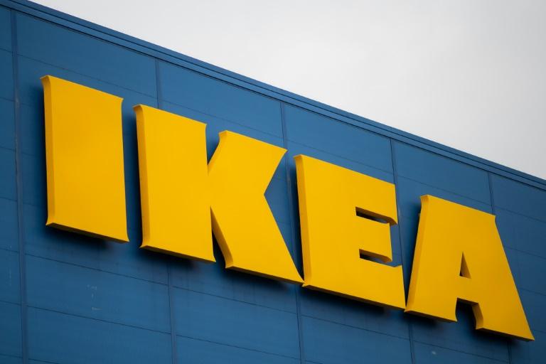 La filiale française d'Ikea et un de ses anciens PDG ont été respectivement condamnés à un million d'euros d'amende et à de la prison avec sursis pour avoir espionné des centaines de salariés pendant plusieurs années