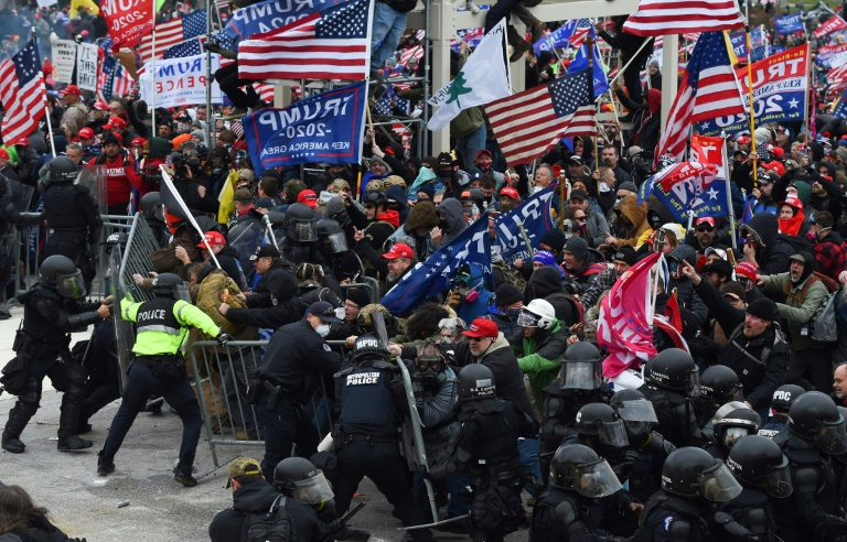 Affrontements entre police et partisans de Donald Trump devant le Capitole, le 6 janvier 2021 à Washington
