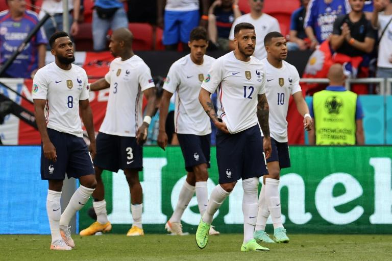 Les joueurs français après le match nul contre la Hongrie à l'Euro le 19 juin 2021 à Budapest