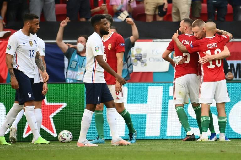 La joie des Hongrois et la déception des Français, après leur match nul (1-1), lors de la 2e journée du groupe F à l'Euro 2020, le 19 juin 2021 à Budapest