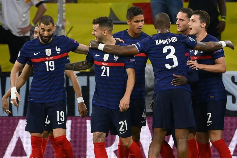 La joie des Français après un but contre son camp du défenseur allemand Mats Hummels, lors de leur match (groupe F) de l'Euro 2020, le 15 juin 2021 à Munich