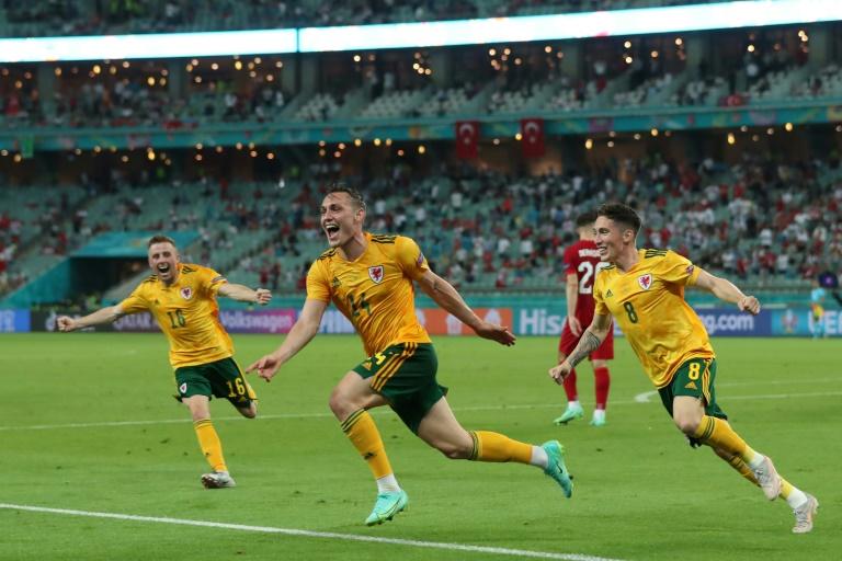 La joie du défenseur gallois Connor Roberts, après avoir marqué le 2e but contre la Turquie à l'Euro 2020, le 16 juin 2021 à Bakou