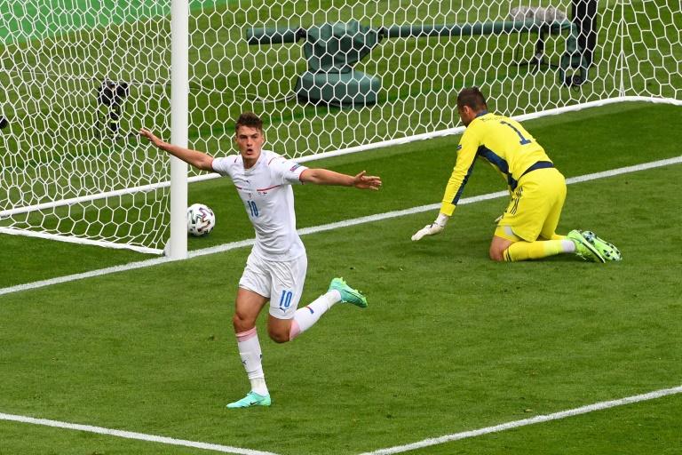 L'attaquant tchèque Patrik Schick célèbre son premier but contre l'Ecosse à Glasgow le 14 juin 2021