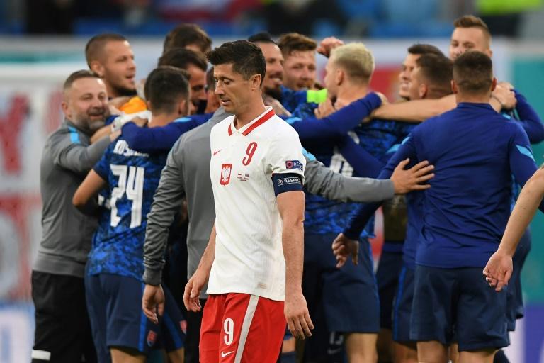 L'attaquant polonais Robert Lewandowski après la défaite face à la Slovaquie, lors de l'Euro, le 14 juin 2021 à Saint-Pétersbourg