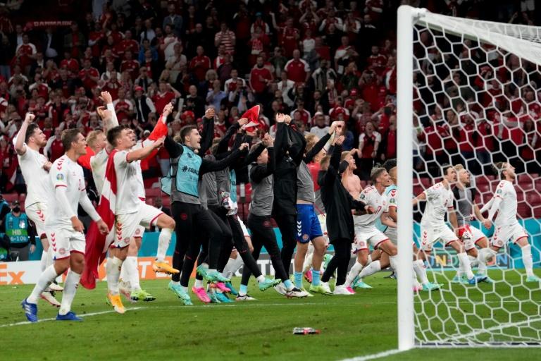 Les Danois célèbrent leur victoire face au Russes, le 21 juin 2021 à Copenhague