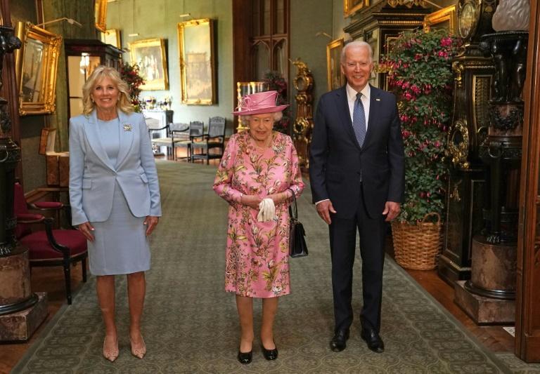 Le président américain Joe Biden, la première dame américaine Jill Biden et la reine Elizabeth II, à Windsor, le 13 juin 2021