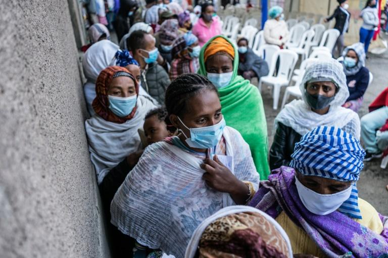 Des électeurs font la queue pour voter à Addis Abeba, le 21 juin 2021