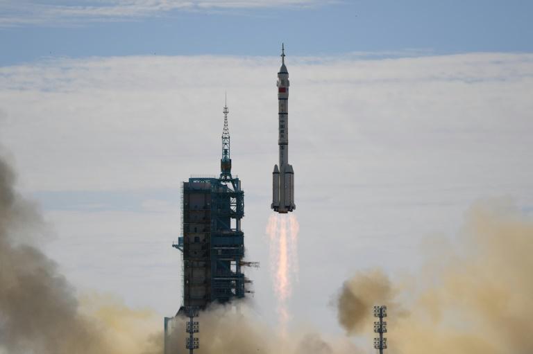 La fusée Longue-Marche 2F décolle de son pas de tir du Centre de lancement spatial de Jiuquan, le 17 juin 2021 en Chine