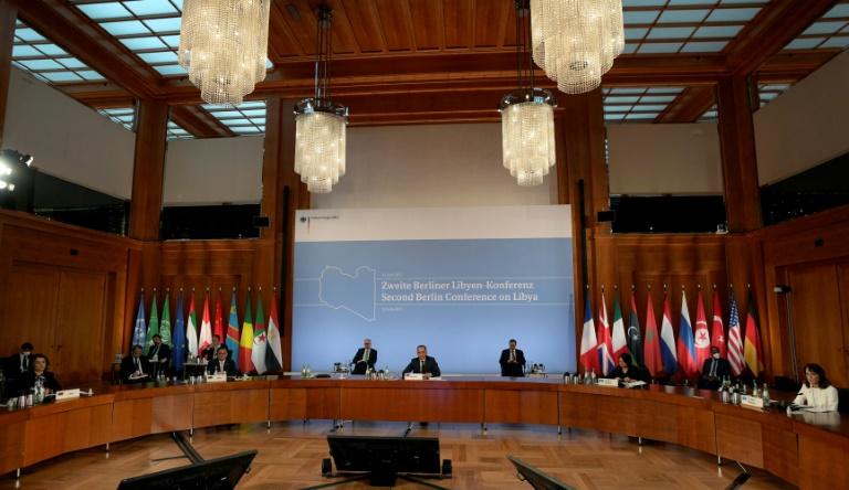 Le ministre allemand des Affaires étrangères Heiko Maas (c) fait une déclaration à l'ouverture du sommet international sur la Libye, le 23 juin 2021 à Berlin