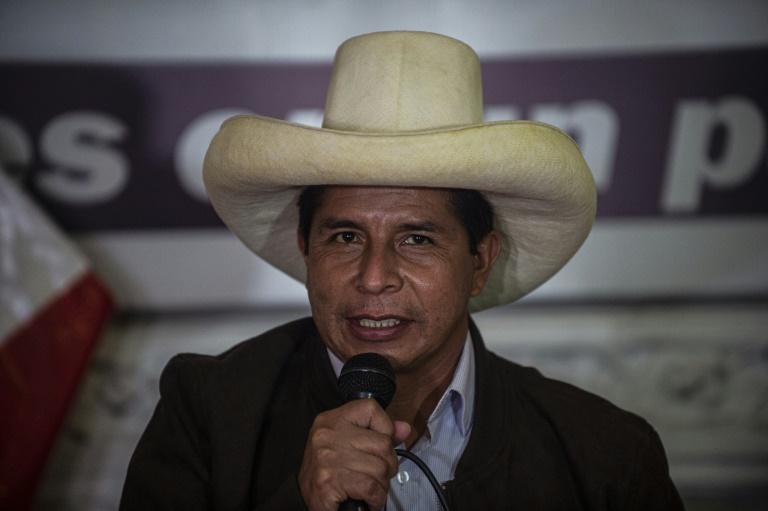 Le candidat de gauche à la présidentielle péruvienne Pedro Castillo prend la parole devant la presse étrangère, le 15 juin 2021 à Lima