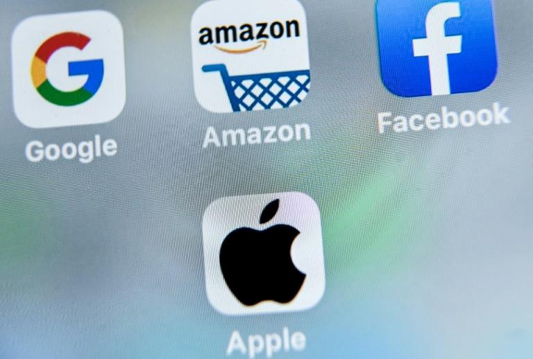 Logos des géants des technologie américains, Google, Amazon, Facebook, Apple, affichés sur une tablette à Lille, le 28 août 2019