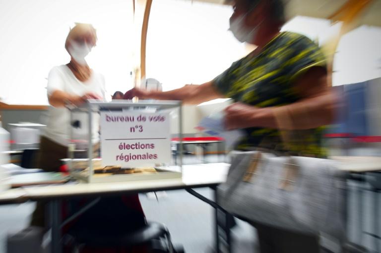 Un bureau de vote à Saint-Rémy-Sur-Avre, dans le nord-ouest de la France, pour le premier tour des régionales le 20 juin 2021