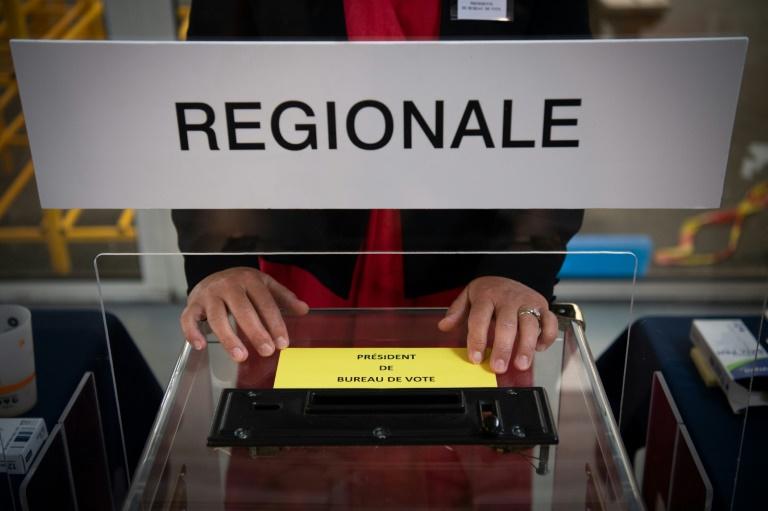 Un bureau de vote à Angers au 1er tour des élections régionales, le 20 juin 2021