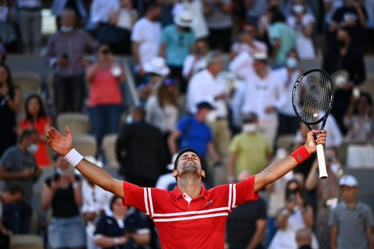 Le Serbe Novak Djokovic vainqueur de Roland-Garros après sa finale contre le Grec Stefanos Tsitsipas, le 13 juin 2021