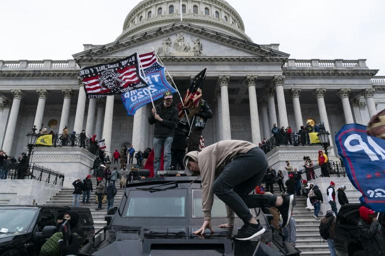 Des manifestants pro-Trump devant le Capitole, siège du Congrès américain, le 6 janvier 2021