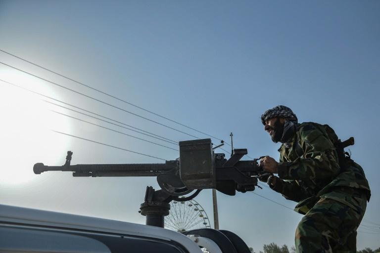 Un membre d'une milice antitalibans dans le district d'Injil, près d'Herat dans l'ouest de l'Afghanistan, le 30 juillet 2021
