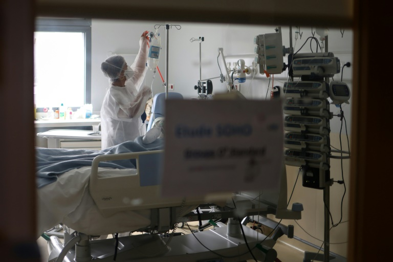 Un patient Covid-19 hospitalisé en réanimation à Saint-Pierre, à La Réunion, le 30 juillet 2021