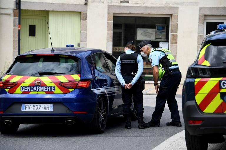 Des gendarmes à la recherche de Dewi à Plouaret dans les Côtes-d'Armor, le 31 juillet 2021