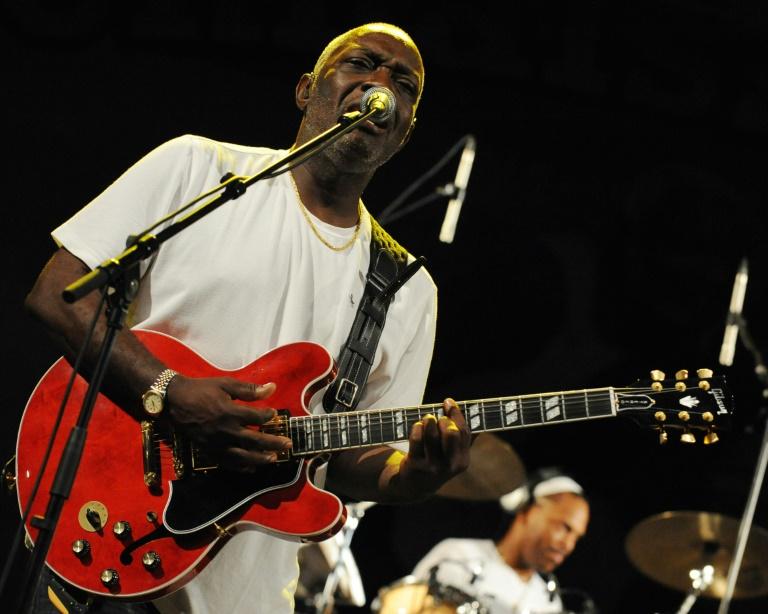 Jacob Desvarieux en concert avec le groupe Kassav' le 1er mai 2009 à Abidjan