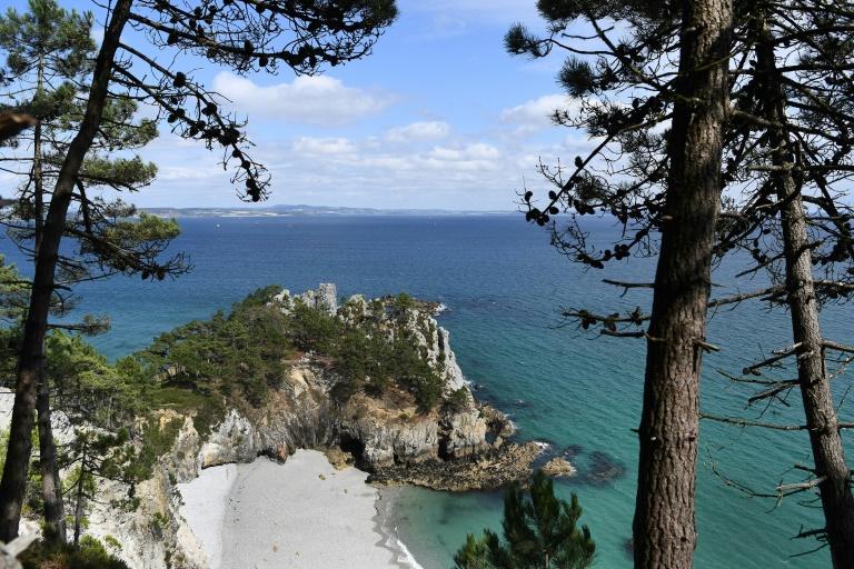 La plage de l'Île Vierge sur la presqu'île de Crozon dans le Finistère, le 29 juillet 2021