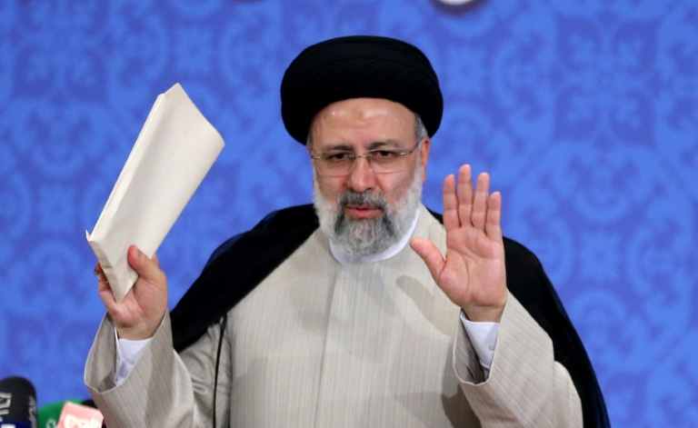 Le président élu de l'Iran, Ebrahim Raïssi, s'exprime lors de sa première conférence de presse à Téhéran, le 21 juin 2021