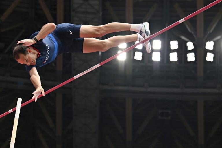 Le perchiste Renaud Lavillenie lors des qualifications, le 31 juillet 2021, aux Jeux olympiques de Tokyo