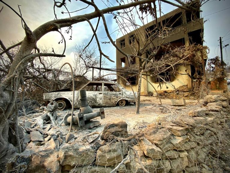 Une voiture et une maison brûlées près de la ville de Manavgat (Turquie), après un incendie, le 31 juillet 2021