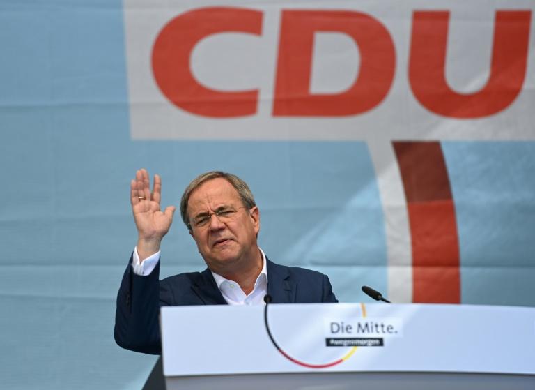 Armin Laschet, candidat de la CDU à la succession de la chancelière Angela Merkel, lors d'un meeting de campagne, le 25 septembre 2021 à Aix-la-Chapelle