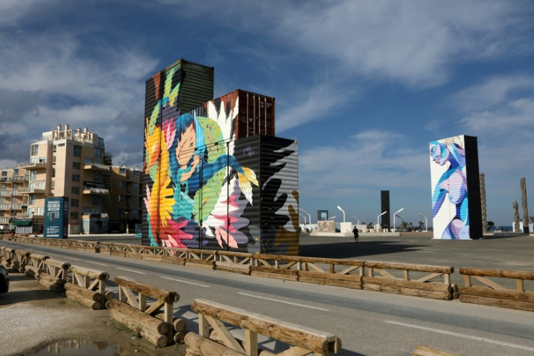 Containers recouverts de fresques gérantes, le 17 septembre 2021 au Barcarès