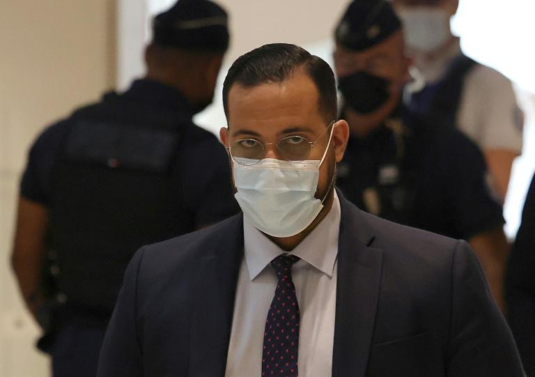 Alexandre Benalla arrive au tribunal de Paris, le 13 septembre 2021