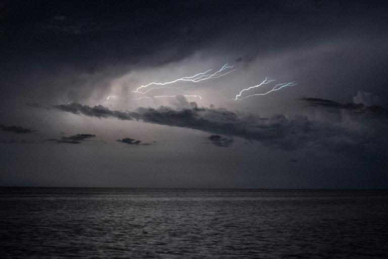 Des éclairs au-dessus du lac de Maracaibo, dans le nord-ouest du Venezuela, le 11 septembre 2021