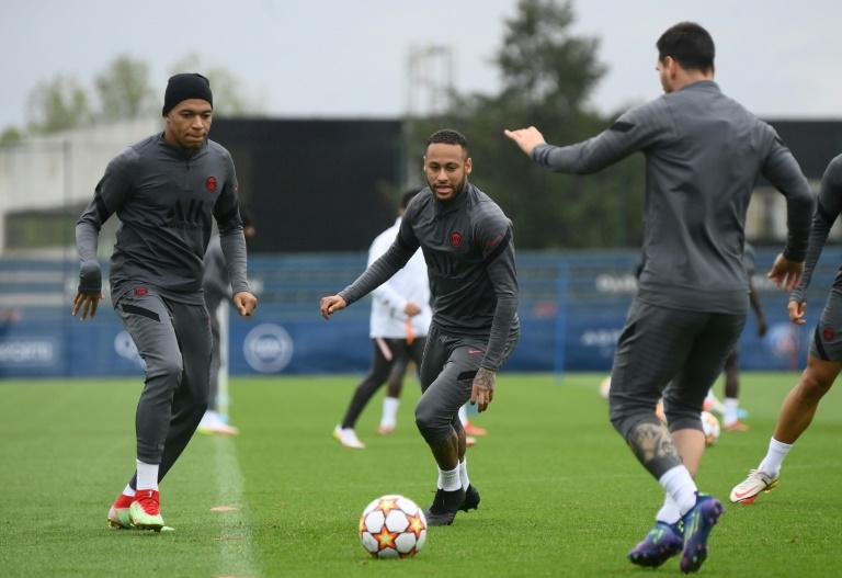 Les stars du PSG Kylian Mbappé, Neymar et Messi préparent le choc contre Manchester City, lors d'une séance d'entraînement au Camp des Loges, le 27 septembre 2021