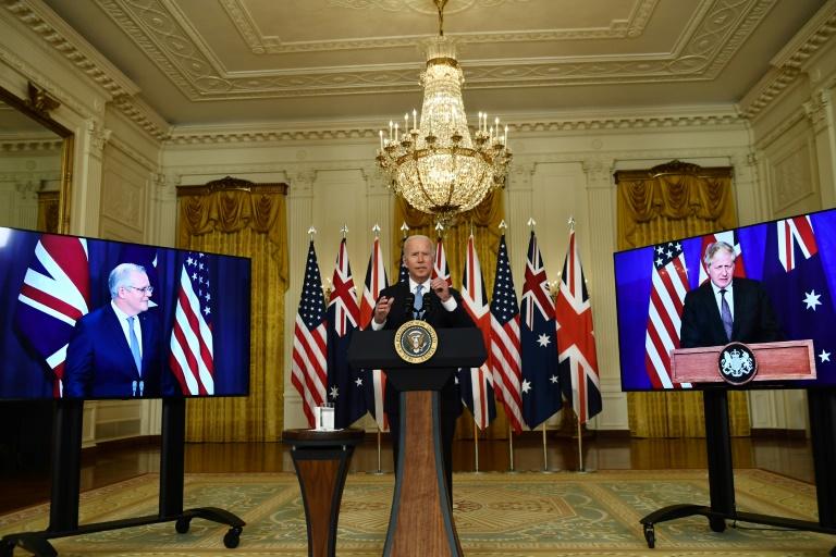 Le président américain Joe Bide participe à une visioconférence avec les Premiers ministres australien Scott Morrisson et britannique Boris Johnson, le 15 septembre 2021 à la Maison Blanche