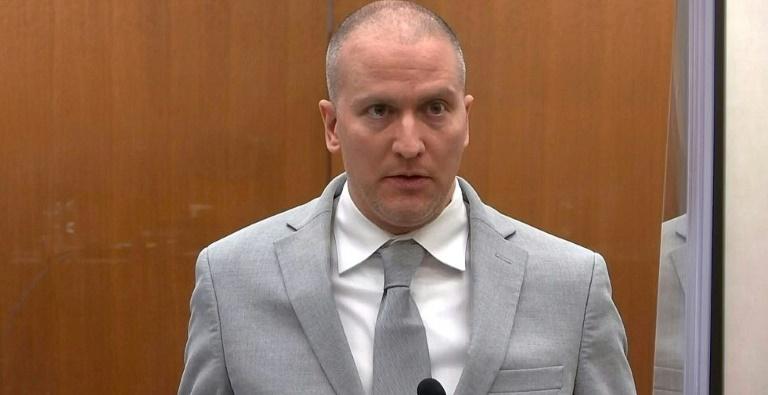 L'ex-policier américain Derek Chauvin écoute sa sentence pour le meurtre de George Floyd, le 25 juin 2021 à Minneapolis