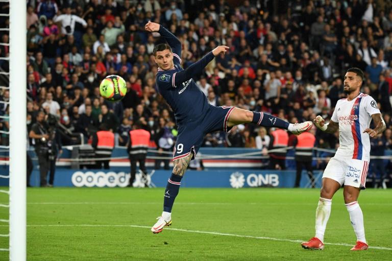 Mauro Icardi, de la tête, offre la victoire à Paris sur Lyon au Parc des Princes, le 19 septembre 2021